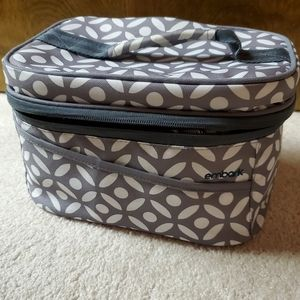 Embark lunchbox gray/white pattern zipper closure